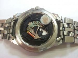 reloj estropeado por pila sulfatada