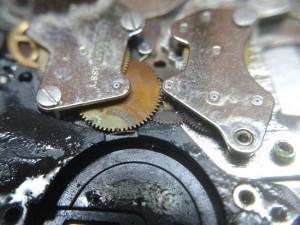 daños en reloj de cuarzo por pila sulfatada