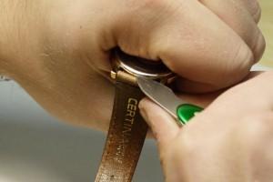 abrir reloj con tapa a presion
