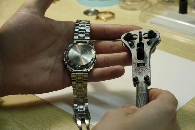 db480a1f569c Como cambiar la pila a un reloj de pulsera sin terminar con unas ...