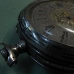 reloj de bolsillo roto